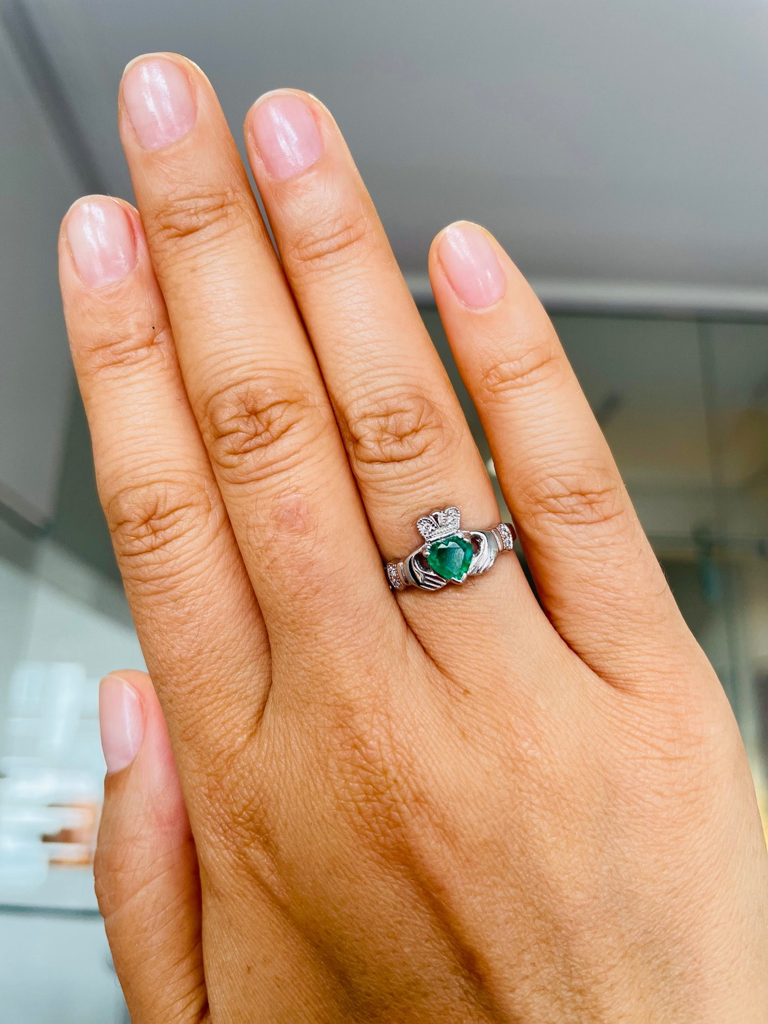 White Gold Claddagh Ring With Emerald